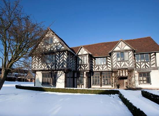 Blakesley%20hall%20snow%20christmas