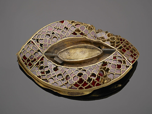 An eye-shaped gold and garnet mount, one of a set originally used to decorate a large object, possibly a box or saddle.