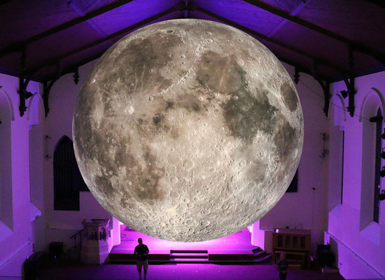Museum%20of%20the%20moon%20by%20luke%20jerram