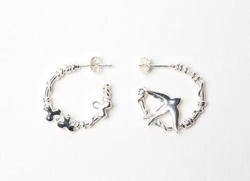 Asymmetric hoop earring, one with the flying swallow silhouette and the other featuring the leaf motifs
