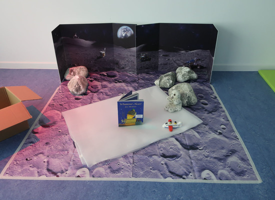 Early%20years%20sensory%20moon%20activities%20img 1570